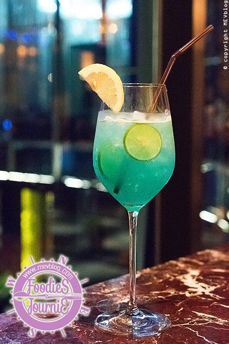 Bangkok Blue (Vodka, Blue curacgo, Lime juice, Syrup, Top soda)