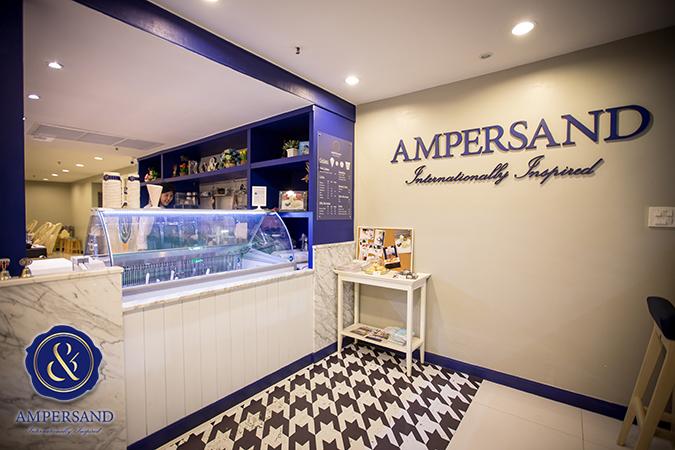 ภายในของร้าน ampersand ตกแต่งสีฟ้าขาวสบายตา